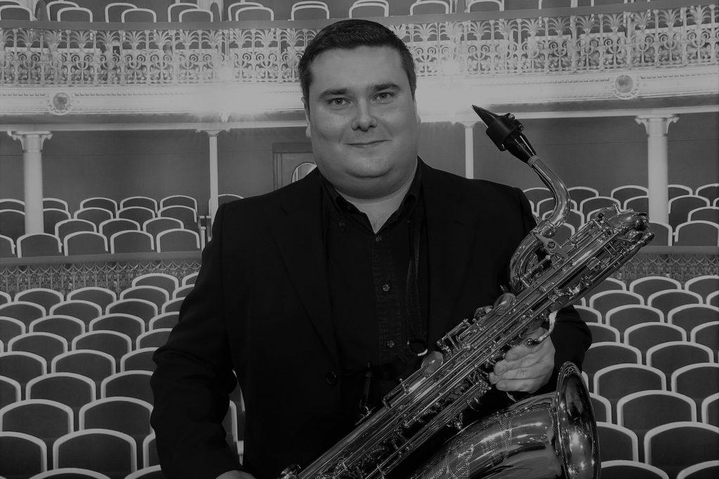 Luis Eduardo saxofón barítono